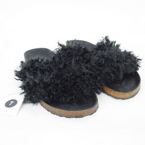 NEW Universal Thread Furry Fuzzy Flip Flops